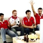 """Thức khuya, rượu bia mùa World Cup – duy trì phong độ """"yêu"""" bằng cách nào?"""